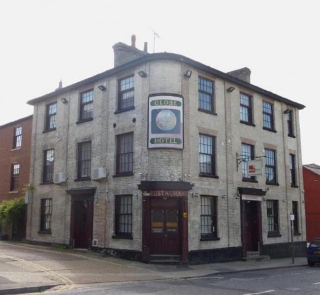 The Globe was situated at 71 North Station Road. This pub was built in 1844 and closed in 2004; it now serves as a hotel and restaurant. Originally owned by the Cobbold Brewery, it passed to the Colchester Brewery before becoming an Ind Coope house in the