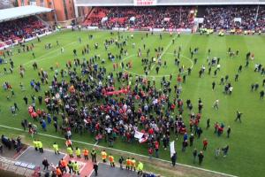 U's game suspended because of pitch invasion at Leyton Orient