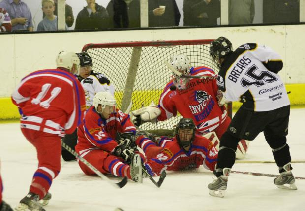 Chelmsford Weekly News: ICE HOCKEY: Chieftains victorious in play-off final