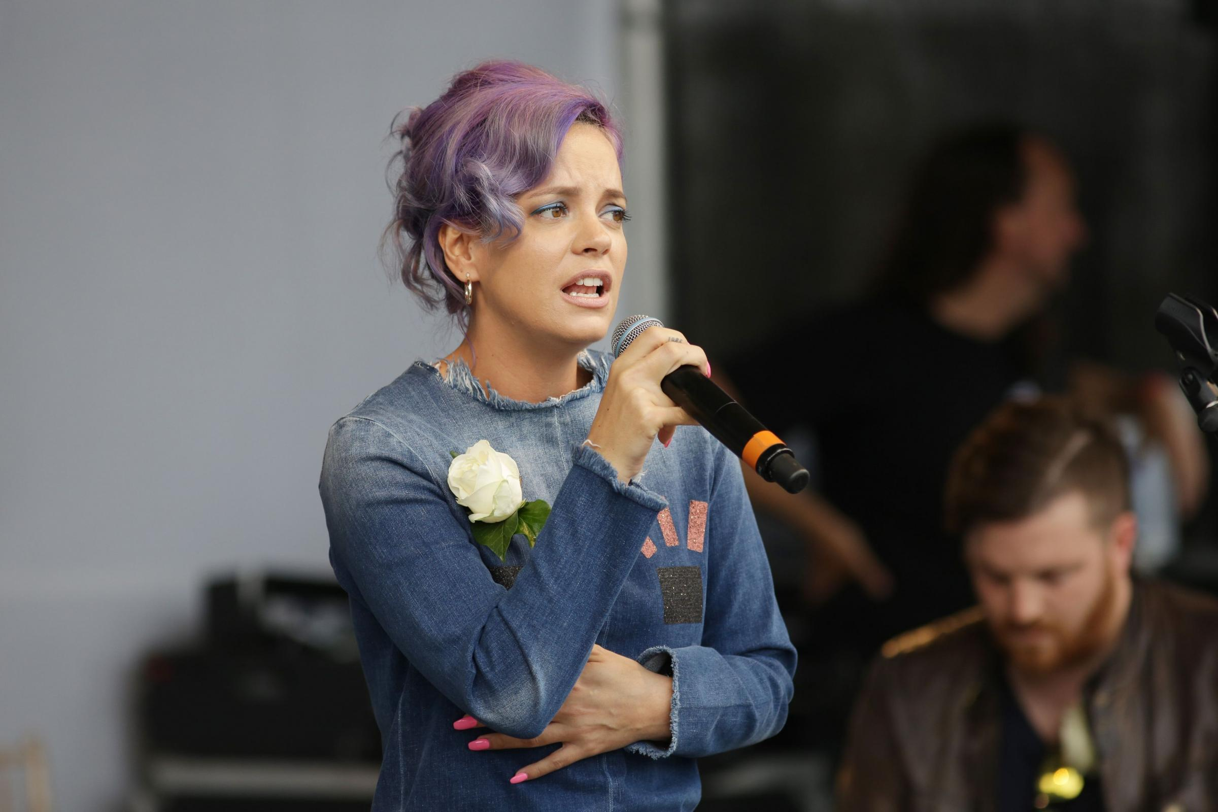 Lily Allen forced to pull out of performance in Chicago due to illness